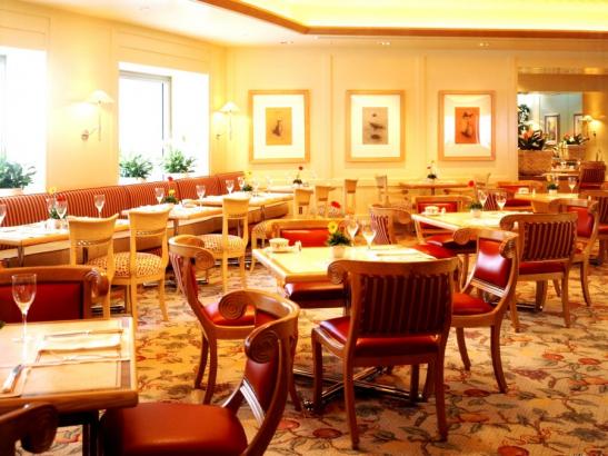 レストラン&バンケット「フローラ」 / 横浜ロイヤルパークホテル