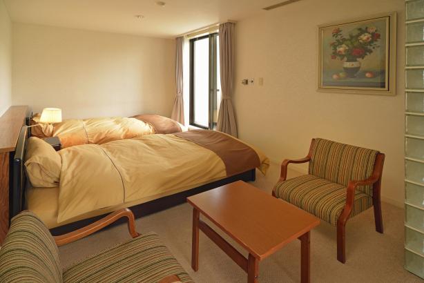 ベッドのお部屋もご用意しております。
