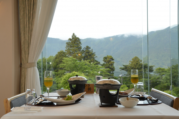 ご夕食は眺めの良いレストランで。