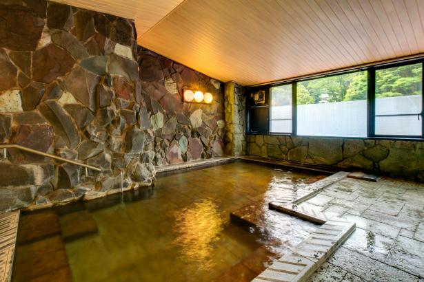 大浴場。自家源泉のお湯をご堪能ください。