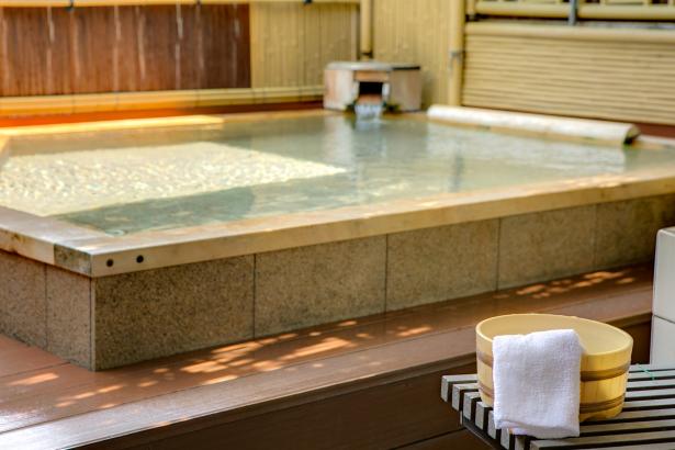 檜露天風呂。予約をすれば貸切も可能です。