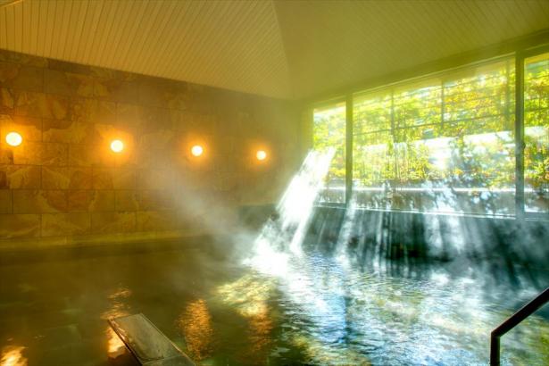 柔らかな日差しの中の入浴もおすすめ。