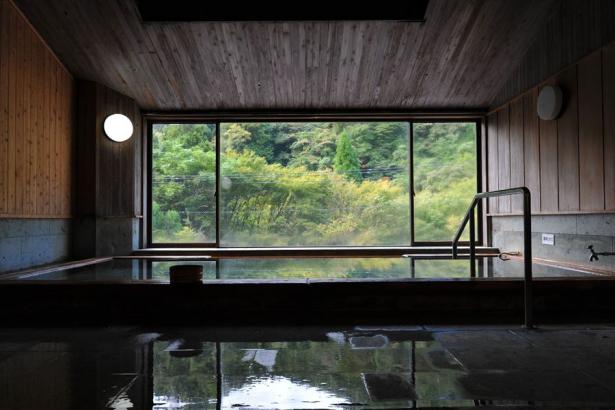 源泉掛け流しの大浴場「輝」