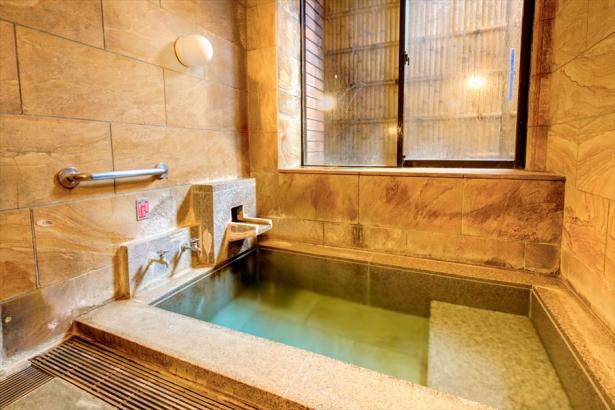 貸切風呂。お子様連れやカップルに好評。