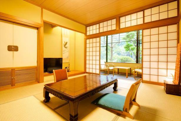 客室例。落ち着いた雰囲気の和室(洋室有)