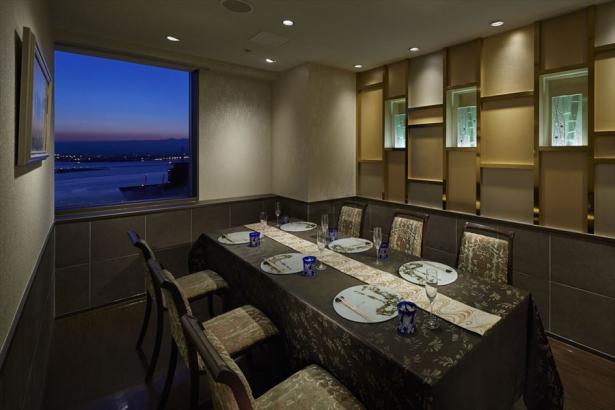海を望める完全個室など全部で6室完備