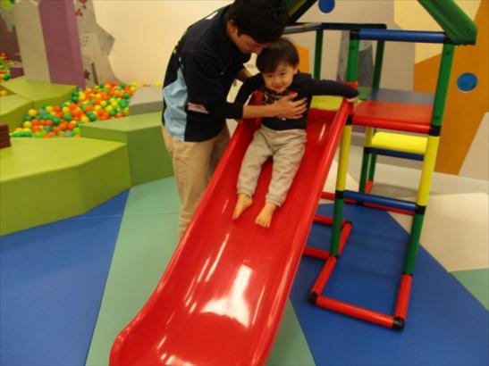 小さいお子様も安心して滑れるすべり台