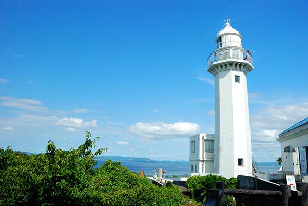 三浦半島の東京湾側に飛び出た観音崎は、無料バーベキュー・海水浴・釣り・アスレチックなどのアクティビテ…