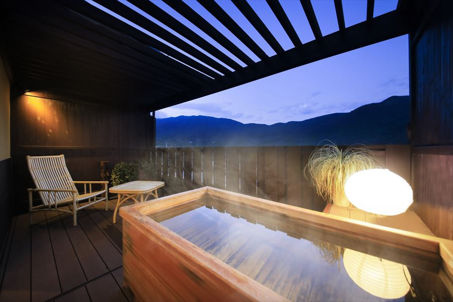 箱根の大パノラマを望む貸切露天風呂