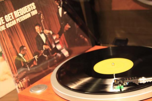 懐かしくも新鮮なレコードの音に癒されて