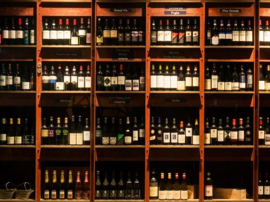 イタリアワインを約100種類ご用意してお待ちしております。